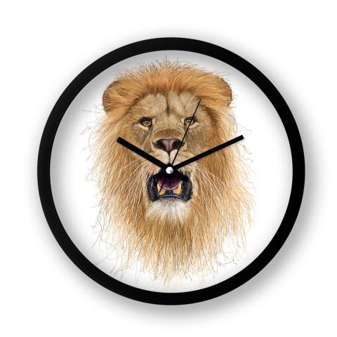 İllüstrasyon Sanatçısı Halim Yalçın'a ait Hand Draw Lion King isimli yaratıcı duvar saati modeli. Aslan çizimli duvar saati. Siyah çerçeveli duvar saati.