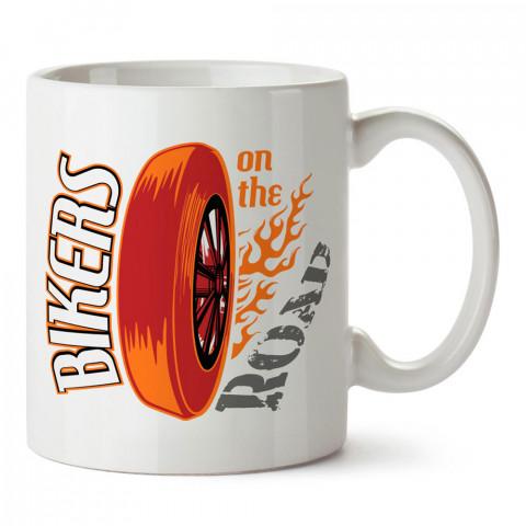 Motorcular Yolda tasarım baskılı porselen kupa bardak modelleri (mug bardak).Kahve kupası. Motosiklet ve otomobil tasarımlı kahve kupası.