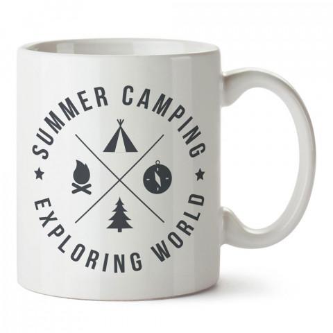 Yaz Kampı Dünyayı Keşfet tasarım baskılı porselen kupa bardak modelleri (mug bardak). Doğa, kamp, orman, tatil ve seyahat sevenlere hediye. Kahve kupası.