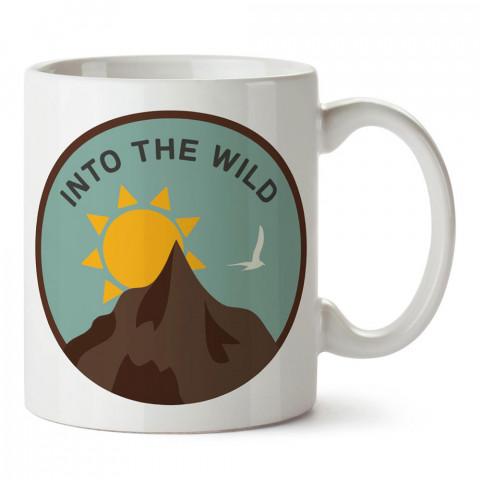 Into The Wild tasarım baskılı porselen kupa bardak modelleri (mug bardak). Doğa, macera, kamp tatil ve seyahat sevenlere hediye. Vahşi doğa kahve kupası.