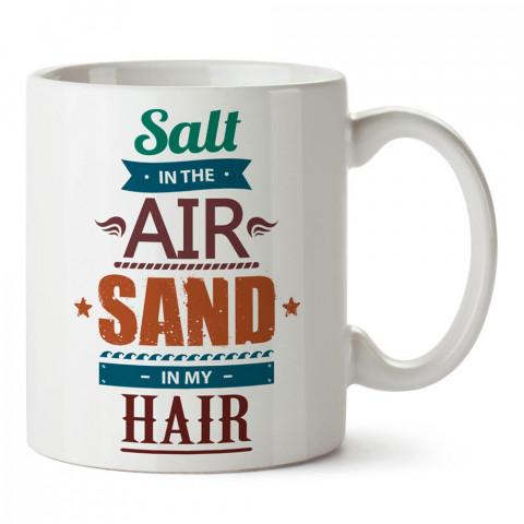 Havada Tuz Saçımda Kum tasarım baskılı porselen kupa bardak modelleri (mug bardak). Yaz mevsimi, tatil ve seyahat sevenlere en güzel hediye. Kahve kupası.