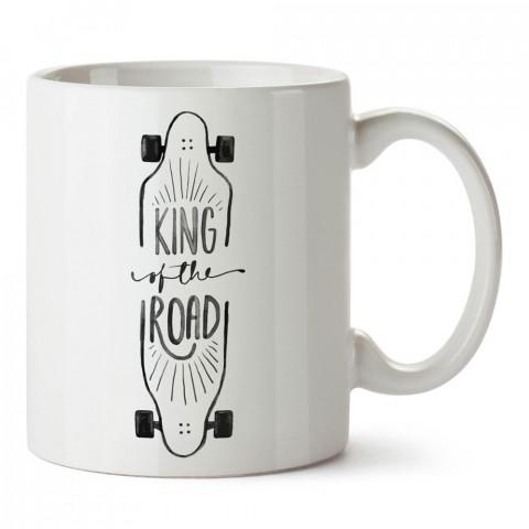 Yolların Kralı Kaykay tasarım baskılı porselen kupa bardak modelleri (mug bardak). Kaykaycılara ve patencilere en güzel hediye. Kahve kupası.