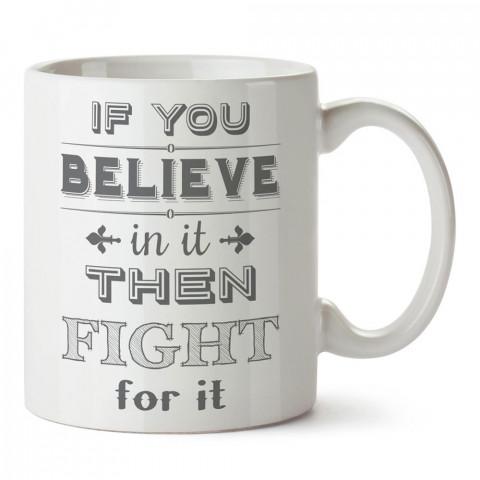 İnanıyorsan Savaşırsın tasarım baskılı porselen kupa bardak modelleri (mug bardak). Dövüş, savunma, savaş sanatları ile ilgili hediye. Kahve kupası.