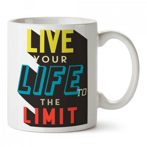 Hayatı Sınırlarda Yaşa yazılı tasarım baskılı porselen kupa bardak modelleri (mug bardak). Yazılı desenli hediyelik ürünler. Kahve kupası.
