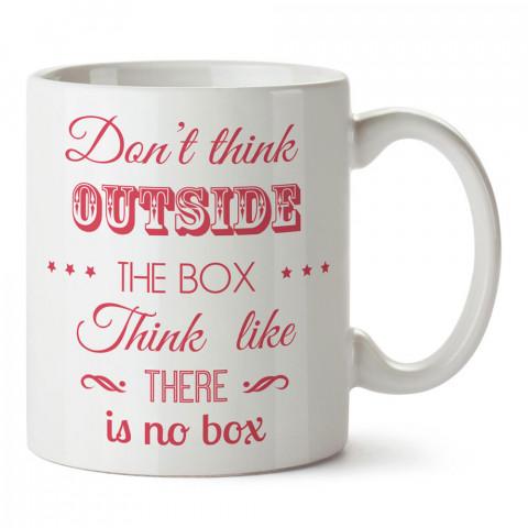 Kutunun Dışını Düşünme yazılı tasarım baskılı porselen kupa bardak modelleri (mug bardak). Yazılı desenli hediyelik ürünler. Kahve kupası.