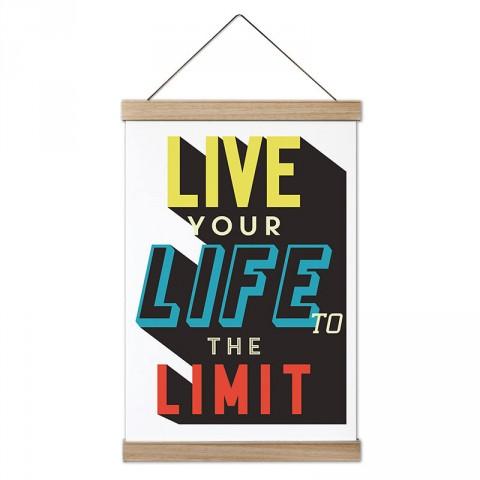 Hayatı Sınırlarda Yaşa Yazılı tasarım ahşap çerçeveli kanvas poster tablo modelleri. Yazı ve anlamlı sözler içeren tasarımlı en güzel hediye modern kanvas posterler.