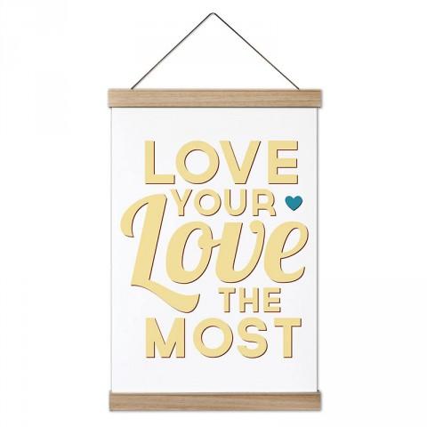En Çok Aşkını Sev Yazılı tasarım dekoratif ahşap çerçeveli kanvas poster tablo modelleri. Yazı ve anlamlı sözler içeren tasarımlı en güzel hediye modern kanvas posterler.