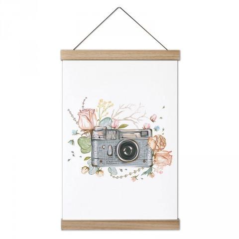 Çiçek Süslemeli Fotoğraf Makinesi tasarım dekoratif ahşap çerçeveli kanvas poster tablo modelleri. Fotoğrafçılara ve fotoğraf severlere en güzel hediye kanvas posterler.