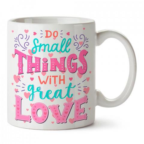 Büyük Aşkla Küçük Şeyler tasarım baskılı kupa bardak (mug). Sevgiliye hediye aşk içerikli kupa bardaklar. Sevgiliye en güzel hediye kupa. Sevgili için kahve kupası.