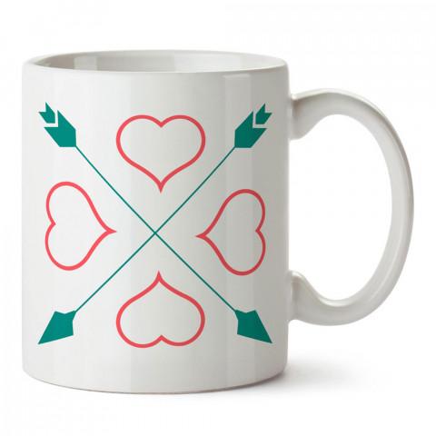 Oklar ve Kalp tasarım baskılı porselen kupa bardak (mug). Sevgiliye hediye aşk içerikli kupa bardaklar. Sevgiliye en güzel hediye kupa. Sevgili için kahve kupası.