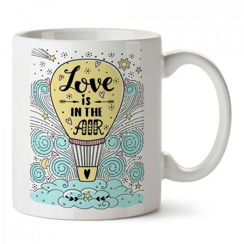 Balon Love Is In The Air tasarım baskılı porselen kupa bardak (mug). Sevgiliye hediye aşk içerikli kupa bardaklar. Sevgiliye en iyi hediye kupa. Sevgiliye kahve kupası.