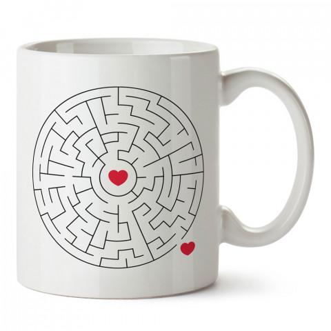 Labirentteki Kalpler Aşk tasarım baskılı porselen kupa bardak (mug). Sevgiliye hediye aşk içerikli kupa bardaklar. Sevgiliye en güzel hediye kupa. Sevgiliye kahve kupası.