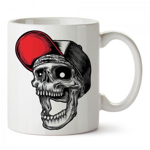 Kırmızı Şapkalı Gülen Kuru Kafa tasarım baskılı kupa bardaklar. Kuru Kafa hediyelik mug bardak. Skull tasarım kahve kupası. Kuru Kafa hediye fikirleri. Kuru Kafa resim.