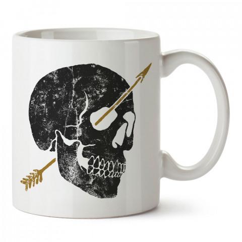 Oklu Kuru Kafa tasarım baskılı kupa bardaklar. Kuru Kafa hediyelik mug bardak. Skull tasarım kahve kupası. Kuru Kafa hediye fikirleri. Kuru Kafa resim.