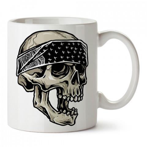 Siyah Beyaz Bandanalı Kuru Kafa tasarım baskılı kupa bardaklar. Kuru Kafa hediyelik mug bardak. Skull tasarım kahve kupası. Kuru Kafa hediye fikirleri. Kuru Kafa resim.