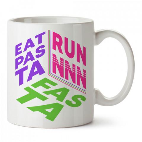 Eat Pasta Run Fasta Koşu baskılı tasarım kupa bardak (mug bardak). Koşucuya hediye kupa bardak modelleri. Koşuculara hediyelik kahve kupası. Koşu sporu konulu hediye.