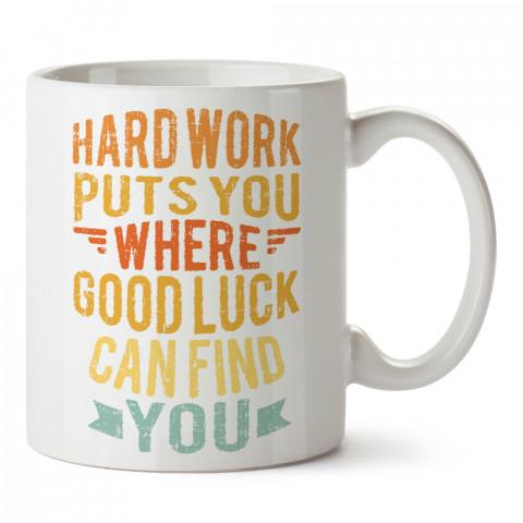 Hard Work Tipografik Desenli baskılı tasarım kupa bardak (mug bardak). Koşucuya hediye kupa bardak modelleri. Koşuculara hediyelik kahve kupası. Koşu sporu konulu hediye.