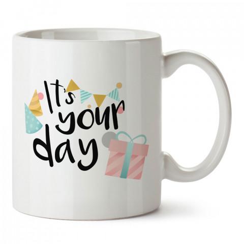 Bugün Senin Günün tasarım baskılı hediye kupa bardak (mug). Doğum günlerine özel hediyeler. Doğum günü hediye fikirleri burada. Doğum gününde ne hediye alınır?