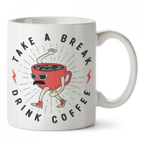 Yürüyen Fincan Kahve Molası tasarım baskılı kupa bardak (mug bardak). Kahve bağımlılarına özel hediyeler. Kahve bağımlısına hediye. Kahve tasarım hediye kupa bardak.