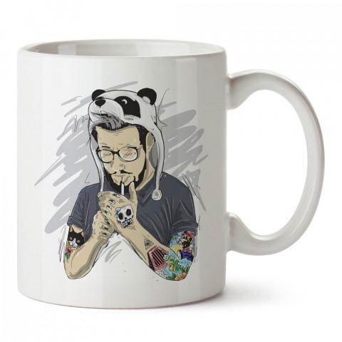 Dövmeli Panda Şapkalı Hipster baskılı kupa bardak (mug). Hipster hediyelik kupa bardak. Hipstera tasarım hediye. Hipster tarz tasarımlar. Hipster hediye çeşitleri.