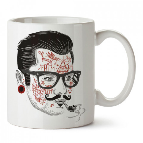 Dövmeli Pipo Hipster tasarım baskılı kupa bardak (mug). Hipster hediyelik kupa bardak. Hipstera tasarım hediye. Hipster tarz tasarımlar. Hipster hediye çeşitleri.