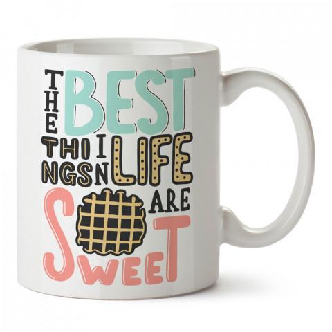 Hayattaki En İyi Şeyler Tatlıdır tasarım baskılı kupa bardak (mug). Yemek yemeyi sevene hediye. Tatlı sevene tatlı desenli hediyelik ürünler. Tatlı desenli kupa bardak.