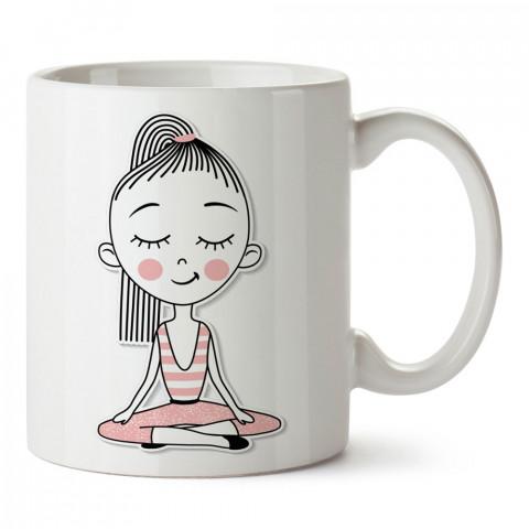 Yoga Yapan Kız tasarım baskılı kupa bardak (mug bardak). Yoga tutkunlarına özel hediyeler. Yogacılara hediyelik kupa. Yoga ürünleri. Yoga yapanlara hediye seçenekleri.