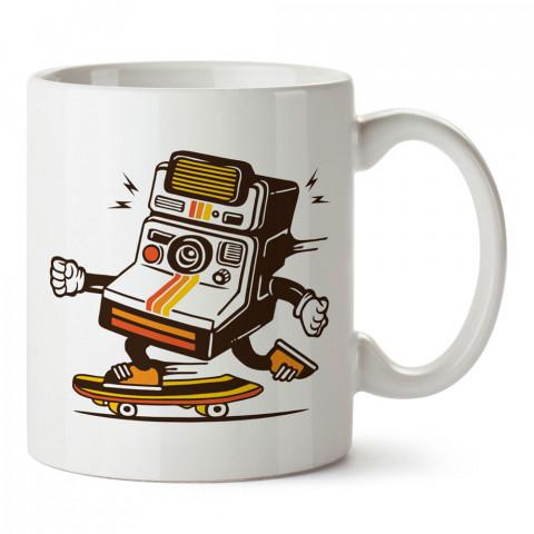 Kaykaycı Retro Fotoğraf Makinesi tasarım baskılı porselen kupa bardak (mug). Fotoğrafçılara ve fotoğraf severlere en güzel hediye. Fotoğraf sevene özel kahve kupası.
