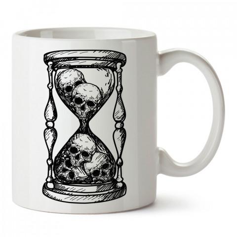 Kuru Kafa Kum Saati tasarım baskılı kupa bardak (mug bardak). En güzel baskılı kupa bardak çeşitleri. Tasarım kupa bardak modelleri. Hediye kupa. Kuru kafalı kupa.