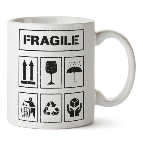 Fragile Kırılabilir Sembolleri tasarım baskılı kupa bardak (mug bardak). En güzel baskılı kupa bardak çeşitleri. Tasarım kupa bardak modelleri. Hediye kupa. Kahve kupası.