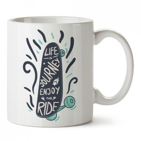 Hayat Bir Yolculuk Tadını Çıkar Kaykay tasarım baskılı kupa bardak (mug bardak). Kaykaycılara ve patencilere hediye kupa bardak modelleri. Patenciye ve kaykaycıya hediye.