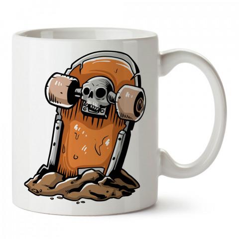 Kaykay Mezar Taşı tasarım baskılı kupa bardak (mug bardak). Kaykaycılara ve patencilere hediye kupa bardak modelleri. Patenciye ve kaykaycıya hediye.