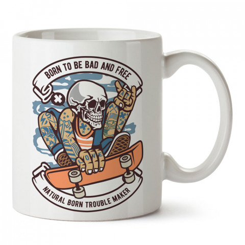 Doğuştan Kötü ve Özgür Kaykaycı tasarım baskılı kupa bardak (mug bardak). Kaykaycılara ve patencilere hediye kupa bardak modelleri. Patenciye ve kaykaycıya hediye.