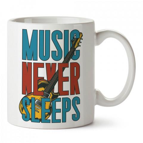 Müzik Asla Uyumaz Gitar tasarım baskılı kupa bardak (mug bardak). Müzik konulu hediye kupa bardak modelleri. Müzisyenlere ve müzik tutkunlarına hediye.