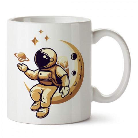 Ayda Oturan Astronot tasarım baskılı kupa bardak (mug bardak). Uzay ve galaksi desenleri sevenlere hediye. Ay ve gezegen resimli kupa. Uzay meraklılarına hediyelik.