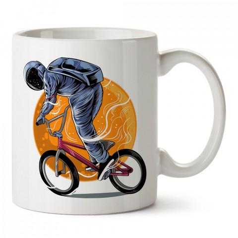Bisikletçi Astronot tasarım baskılı kupa bardak (mug bardak). Uzay ve galaksi desenleri sevenlere hediye. Ay ve gezegen resimli kupa. Uzay meraklılarına hediyelik.