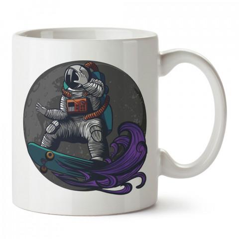Kaykaycı Astronot İlüstrasyon tasarım baskılı kupa bardak (mug bardak). Uzay ve galaksi desenleri sevenlere hediye. Ay ve gezegen resimli kupa. Uzay meraklılarına hediyelik.