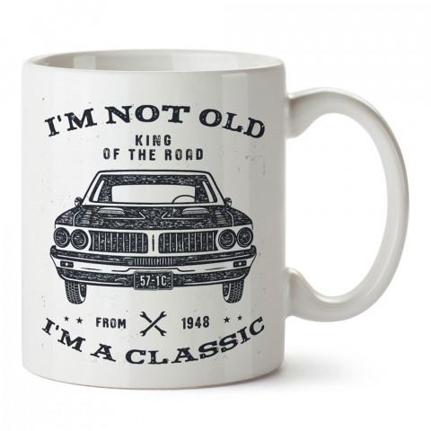 Yaşlı Değil Klasik Otomobil tasarım baskılı kupa bardak (mug bardak). Klasik araba severlere hediye kupa bardak. Otomobil tutkunlarına en güzel hediye kupa.